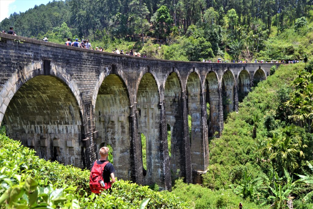 Billede af Nine Arches Bridge i Sri Lanka.